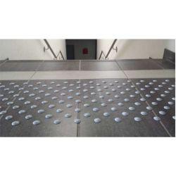 Dalle podotactile avec Lot de 33 pastilles podotactiles auto-adhésives pour la sécurité des locaux et l'accessibilité des PMR
