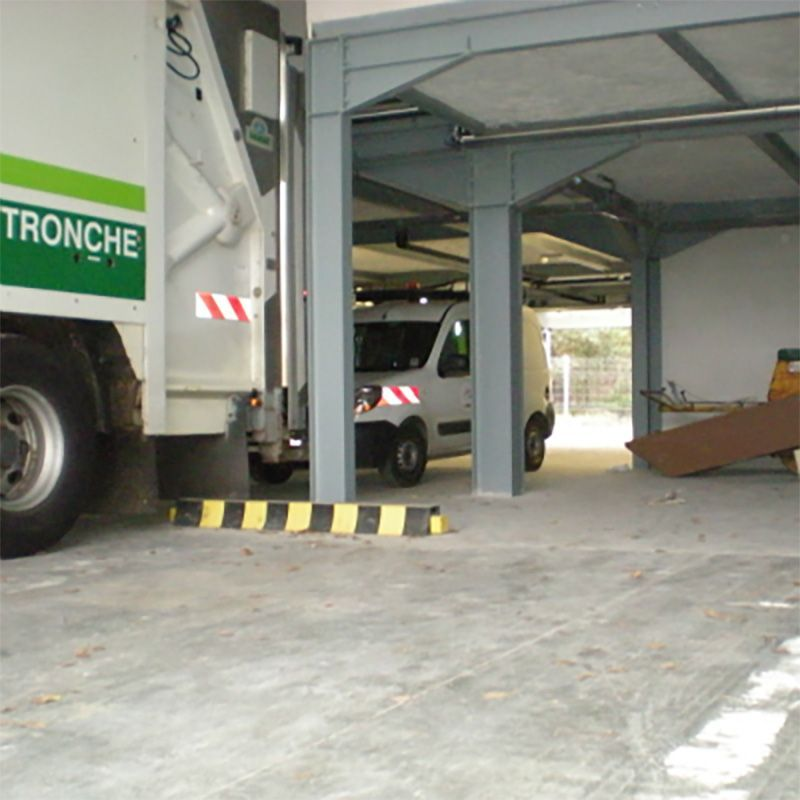 Butée de sol antichocs en élastomère | Protection des entrepôts
