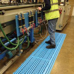 Dalle caillebotis modulables en polyéthylène dans notre gamme de Caillebotis industriels