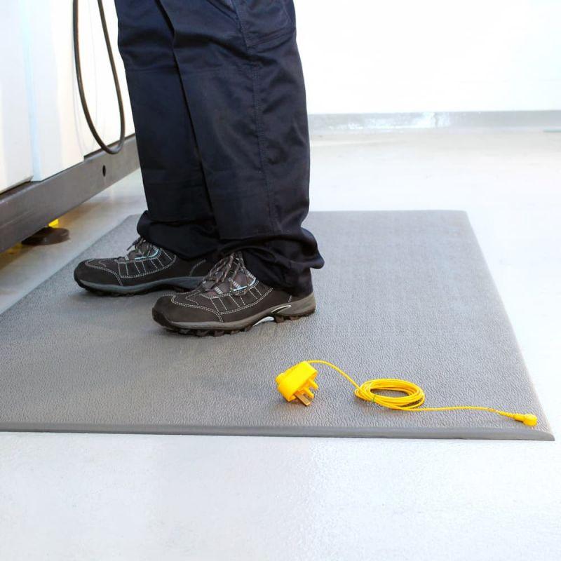 Tapis antifatigue ESD à surface granuleuse avec tapis de protection électrique - COBA STAT