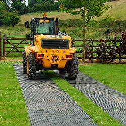 Plaque de roulage 80T antidérapante  - plaques de répartition pour chantier - BTP et protection des sols.
