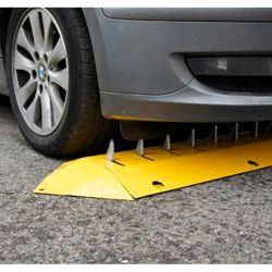Ralentisseur routier avec herse anti-retour rétractable