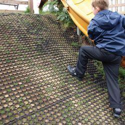 Dalle caillebotis modulables en caoutchouc pour aires de jeux dans notre gamme de Revêtements | Dalles et tapis loisirs