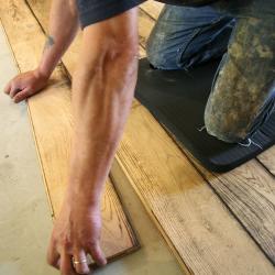 poste de travail avec un Tapis de protection pour genoux en exemple