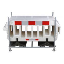 Rack de transport avec 15 barrières blanches.